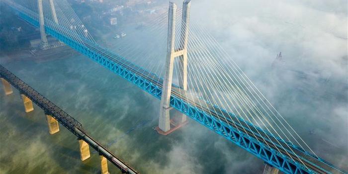 世界首座双层六线钢桁梁铁路斜拉桥在渝落成_手机新浪网