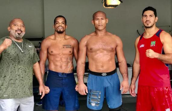 """""""鳄鱼""""索萨正在家中车库备战UFC249与霍尔的中量级对决"""