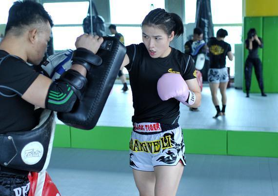 www.22sblive.com_中国女子草量级选手张伟丽签约UFC,227首秀对阵泰勒