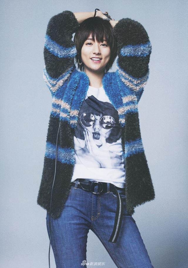 新浪娱乐讯 日前,木村文乃登上杂志内页,帅气写真流露搞怪率性。