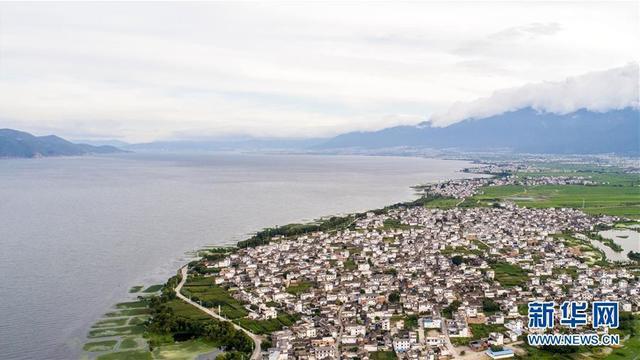 """位于云南省大理白族自治州的洱海是云南第二大淡水湖泊,被大理人民誉为""""母亲湖""""。这是大理洱海一景(7月5日无人机拍摄)。"""