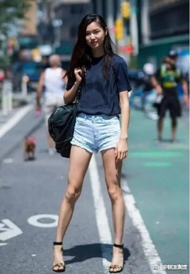 """每年的维密秀都是大动作,无论在时尚圈,还是""""吃瓜圈"""",都非常吃得开。25日,新浪时尚公布了入选今年维密秀的中国模特名单。"""