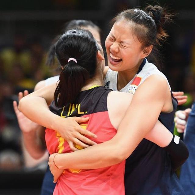 中国女排面对主场作战表现极佳的东道主巴西,以3:2艰难战胜对手,晋级四强。这场比赛受到了外媒的高度关注,报道纷纷称赞中国女排拼出全力,打出水平。(部分图片来源于新浪体育)