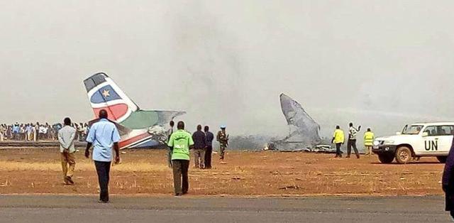 新华社3月20日报道,一架小型客机20日下午在南苏丹瓦乌机场着陆时坠毁,燃起大火并伴有爆炸,目前伤亡情况不明。中国赴南苏丹(瓦乌)工兵和医疗分队正在参与救援。据外媒报道,在南苏丹坠毁的飞机上有44名乘客。