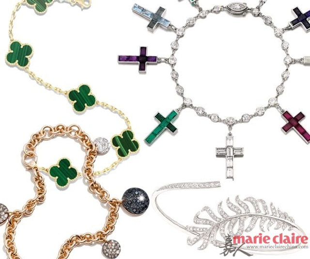 """还记得那条象征温莎公爵夫妇爱情故事的Cartier卡地亚""""十字架""""手链吗?每个十字架背面都刻有日期和两人爱情与私密的标记,分别代表着他们从1933年到1944年共同生活期间的重要时刻。是的,一条简约但具有意义的手链,对于女人来说,是珠宝盒中必不可少的一件。"""
