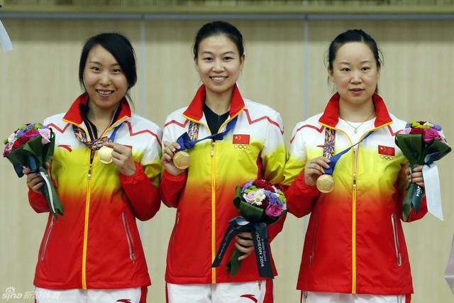 9月22日上午8点50分,在仁川玉莲国际射击场结束了女子十米气步枪团体争夺,易思玲、张彬彬和武柳希组成的中国队原本以1253.8环的成绩轻松获得冠军,比赛中发生了张彬彬犯规被取消成绩的插曲,中国队申诉获得成功,金牌得以保留。伊朗韩国分获银牌和铜牌。