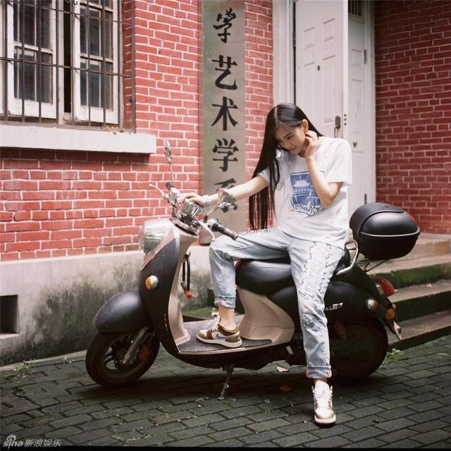 黄灿灿是武大艺术学院学生。