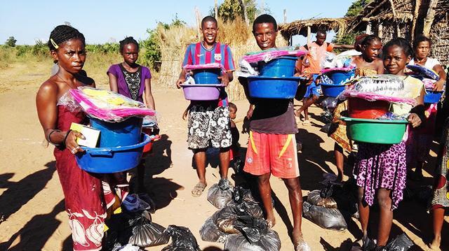 慈善捐助物资发放过程