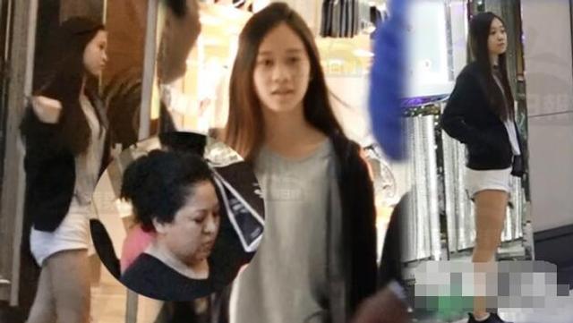 新浪娱乐讯 据台湾媒体11日报道,向太陈岚身边的朋友,一向都是明星大咖居多,而近日,媒体拍到向太去到置地逛街,身边是李连杰和利智的小女儿、她的干女儿Jetta。