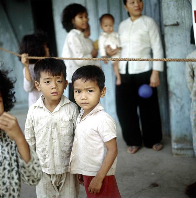 军人与少女:越战南越罕见社会生活高清照。