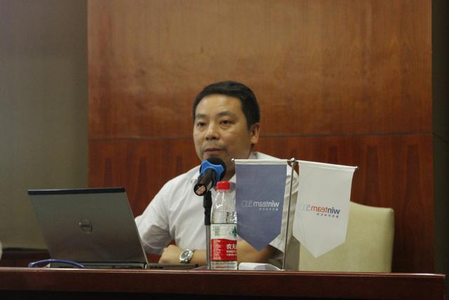 """胡少波,武汉市美丽江城环境发展法律服务中心的负责人,律师。——""""我不是一个理想主义的人,正因为意识到了现实的艰难,所以才更要做下去。"""" 【<a target=""""_blank"""" href=""""http://gongyi.sina.com.cn/gyzx/zy/2015-12-22/doc-ifxmxftp5770947.shtml"""">详细</a>】"""
