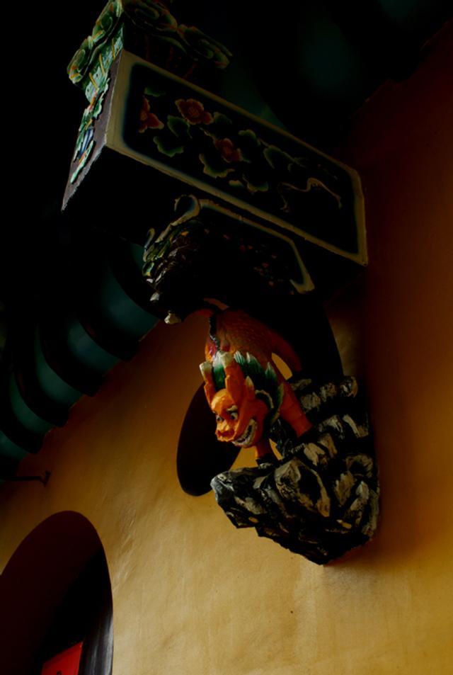 """九华山,位于安徽省池州市青阳县境内,与山西五台山、浙江普陀山、四川峨眉山并称为中国佛教四大名山,是""""地狱未空誓不成佛,众生度尽方证菩提""""的大愿地藏王菩萨道场。山间古刹林立,香烟缭绕,古木参天,灵秀幽静,素有""""莲花佛国""""之称。(来源:摄影部落  摄影:典型菜鸟)"""