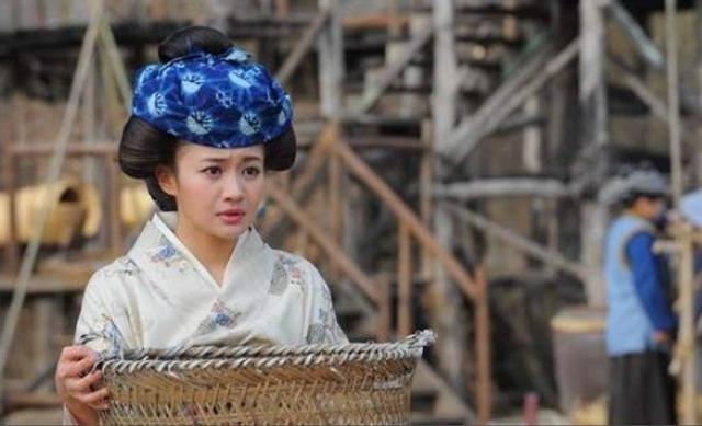日本媒体《东京Sports》爆料指涉毒被捕的女星高部爱,2010年在中国拍摄剧集《杨贵妃秘史》时,透过时装界好友认识一位星二代而染上毒瘾,该星二代也曾因涉毒被捕,而有传高部爱被捕前曾被工作人员发现手臂布满针孔。