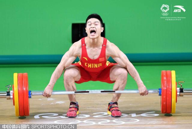 北京时间8月10日,2016年里约奥运会举重大项结束了男子69公斤级争夺,中国选手石智勇以352公斤获得冠军(抓举162公斤,挺举190公斤),实现了中国举重在这个项目上的奥运四连冠(2004年张国政、2008年廖辉、2012年林清峰),这也是本届奥运会中国举重队的第三金。土耳其选手伊斯马依洛夫以351公斤获得亚军,吉尔吉斯斯坦的阿蒂科夫以339公斤获得第三名。
