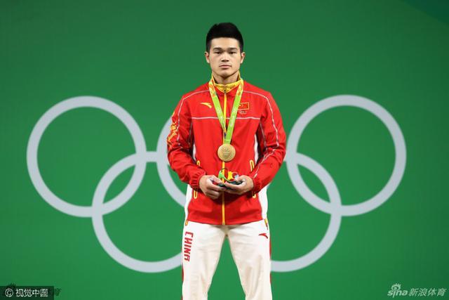 北京时间8月10日,里约奥运会男子举重69公斤级决赛,中国选手石智勇获得金牌。