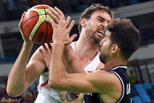 里约奥运会,男篮预选赛西班牙男篮92-73阿根廷。加索尔19分13篮板,卢比奥2分5篮板4助攻,斯科拉7分5篮板,吉诺比利16分5篮板。