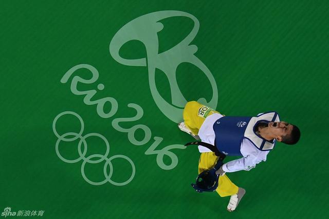 北京时间8月18日,在跆拳道男子58公斤级决赛中,中国运动员赵帅以6-4战胜泰国选手汉普拉布,夺得金牌。这是中国选手第一次夺得奥运会男子跆拳道金牌,实现了历史性的突破。