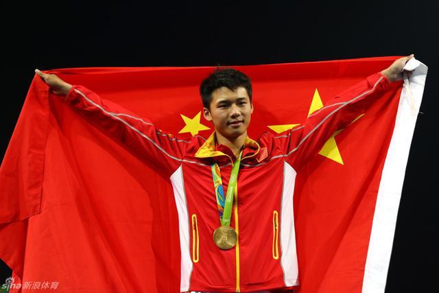 北京时间8月21日,里约奥运会跳水男子10米台决赛,陈艾森在最后一跳完美收官,获得全场最高分108分,毫无疑问地夺得金牌,而邱波因为两次重大失误,最终遗憾地获得第六名。