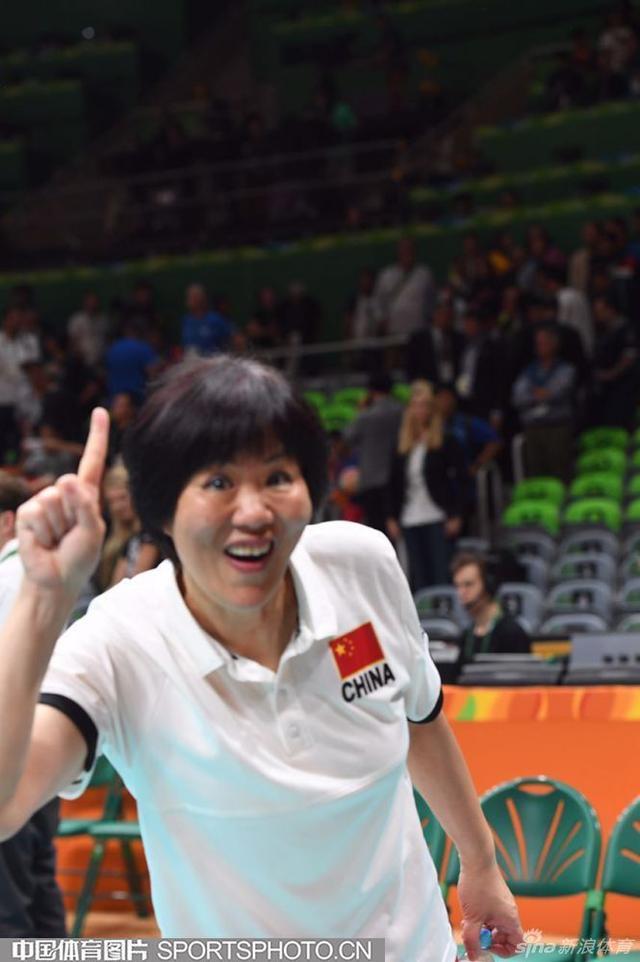 北京时间8月21日,2016年里约奥运会女排比赛全部结束。决赛中面对塞尔维亚的强有力挑战,中国女排在先输一局的情况下加强发球和拦网,连扳三局3-1逆转获胜,时隔12年再度荣膺奥运冠军,四局比分为19-25、25-17、25-22和25-23,冲冠受挫收获银牌的塞尔维亚也创下本队奥运最佳战绩。焦虑、兴奋、不安、镇定……让我们一起看看本届奥运会女排决战的表情秀。