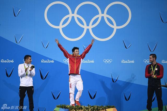 北京时间8月21日,男子10米跳台中国选手陈艾森夺金。
