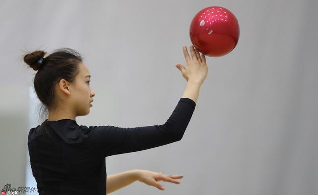 当地时间2016年8月17日,巴西里约热内卢,孙妍在带伤备战奥运会艺术体操项目。