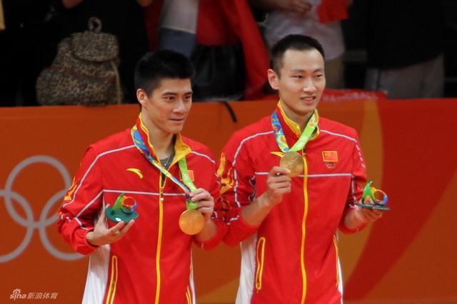 8月18日,在里约奥运会羽毛球男子双打决赛中,傅海峰张楠击败了马来西亚组合,为中国赢得本届奥运会的羽毛球首块金牌。(周超摄)