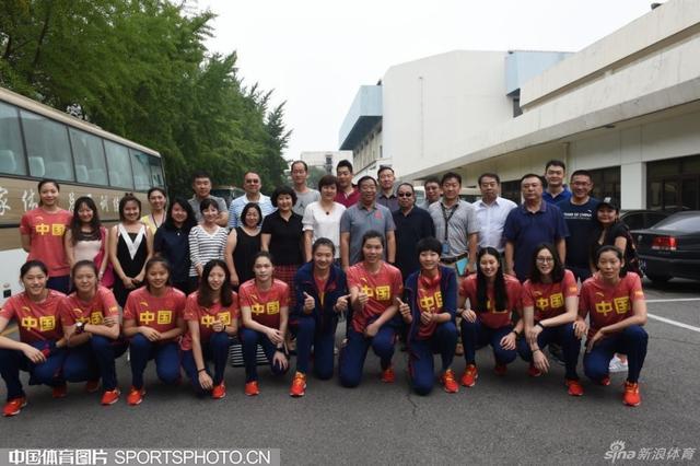 2016年7月29日,中国女排从运动员公寓出发,踏上里约奥运会征程。