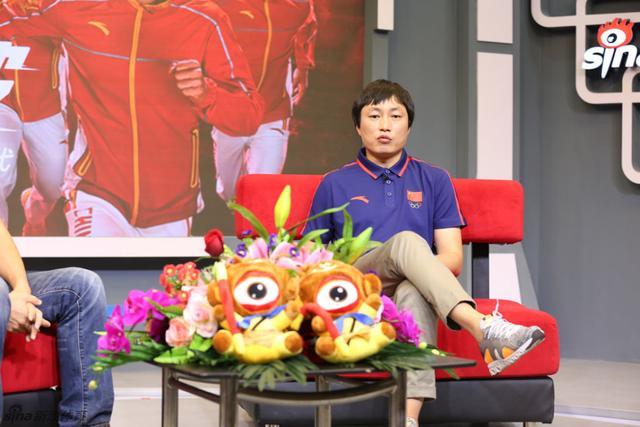 8月22日,安踏品牌中心高级总监朱敏捷做客新浪。