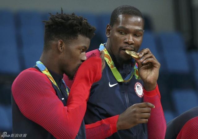 北京时间8月22日,男子篮球美国梦之队夺金。