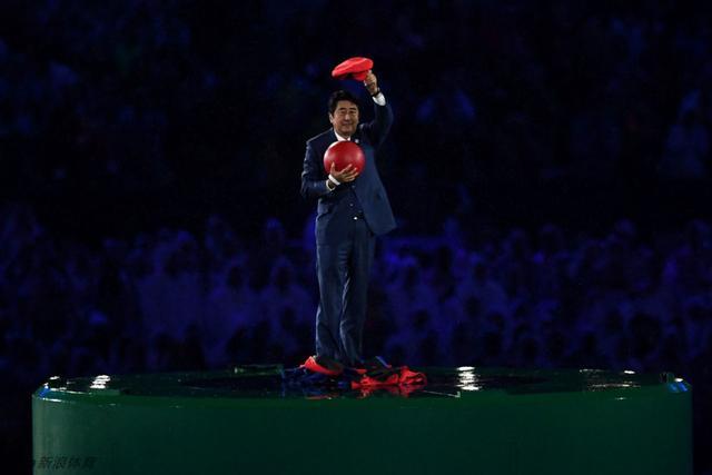 北京时间2016年8月22日,里约奥运会闭幕式东京8分钟日本首相安倍晋三变超级玛丽亮相。