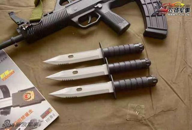 """公安部选定的警用制式刀具由中国兵器工业第二0八研究所(以下简称""""208所"""")自主研发生产。208所诞生了我国一代又一代军警用武器,军用武器如64式手枪,79式轻型冲锋枪,85式轻型与微声冲锋枪,95式5.8mm小口径枪族,92式手枪,新型QJK99—12.7-1型航空机枪……"""