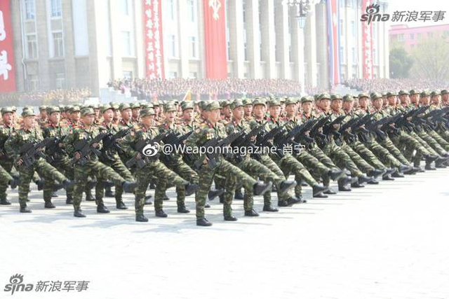 朝鲜在阅兵式上展示新型步枪和榴弹发射系统,朝鲜版OICW,在其公开型号前姑且这么称呼。看起来还挺先进的,一改过去土气的形象。