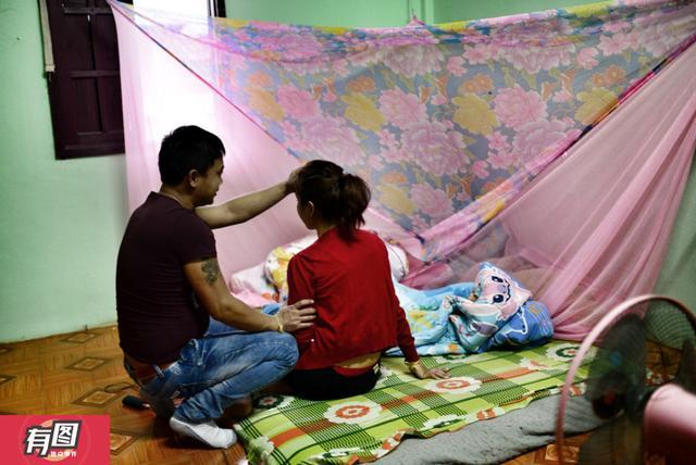 32岁的向杰(化名)决定要把他25岁的妻子阿笋(化名)追回来,哪怕她已经回到了老家老挝。