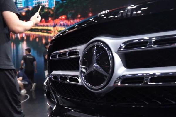 视频:全新一代奔驰GLS 基于奔驰MHA模块化平台打造!